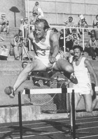 Harald Gjengedal på 400 m hekk under landskamp mot BeNeLux i 19 77