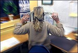 Sitt riktig og ta pauser i arbeidet. Foto: Scanpix