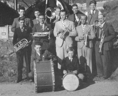 Hornmusikken i Stongfjorden 1. mai 1939. Foto utlånt av Reidar Smelvær