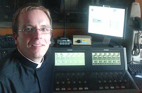 Den einaste norske medarbeidaren i Vatikanradioen, Pål Bratbak. (Foto: Line Gevelt Andersen, NRK)