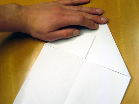 2. Brett så inn begge hjørna på den eine kortsida.
