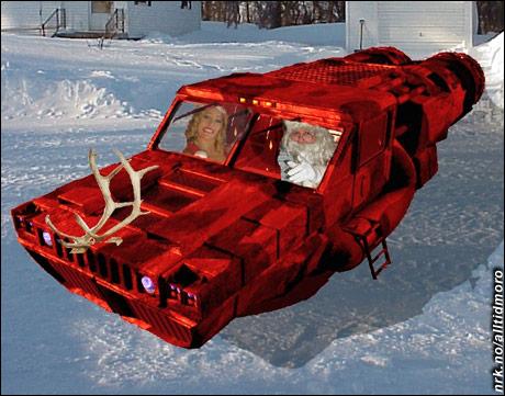 """Nissefar og nissemor skal ut og prøve den ny Humvee H1 """"Rudolf Edition"""". Den tar av og lander vertikalt, og har god plass til gavesekken på taket. Toppfart er over mach 3, og drivstoffet er hjemmegjæret tyttebærsaft. (Innsendt av Tom Henning Evensen)"""