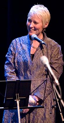 Kari Toft leder konserten i kulturhuset i Elverum. (Foto: Per Ole Hagen)