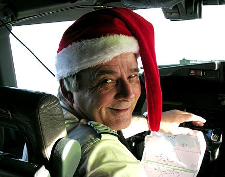Karsten Midtun er juleflyets far. helt siden 1984 har han flydd hjelpesendinger og hjulpet titusener med en bedre julefeiring. (Foto: Miriam Wicklund)