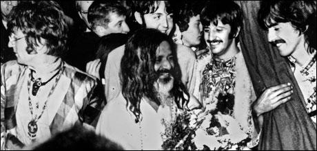 Beatles med Yogamaster (AP Photo)