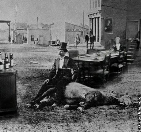 1882: Amerikanerne prøver ut en tidlig versjon av sketsjen med grevinnen og hovmesteren. (Alltid Moro)