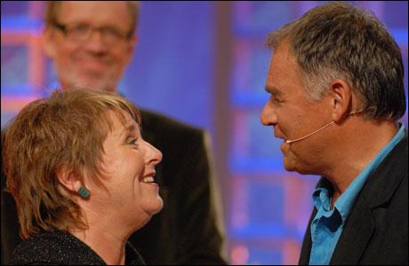 Kari Svendsen og Lars Klevstrand i duett. (Foto: Erik Dyrhaug/NRK)