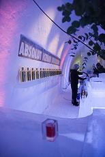 En drink i baren. Lun stemning i et kaldt rom. Foto Big Ben.