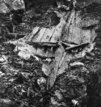 Restane av Holmedalsbåten ved utgravinga i 1926. Foto utlånt av Kjell Eikemo