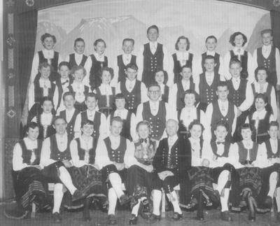 Leikarringen til Byrkjelo Ungdomslag i 1956