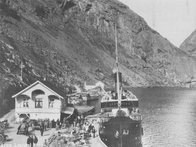 DS Gudvangen ved kai i Lærdal