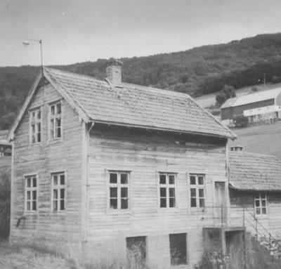 Feldes Skoverksted. Bilete frå Årsskrift 2006 frå Stryn Historielag.