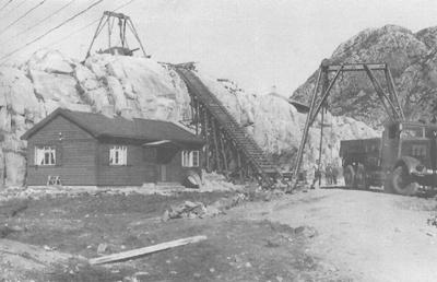 Tysk kanon på toppen av ein knaus på Rugsundøy. Foto: Kystartilleriet, frå boka