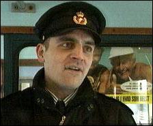 Det var konduktøren Niels Dam som sørget for å overlevere den drapssiktede nordmannen til politiet. (NRK-foto)