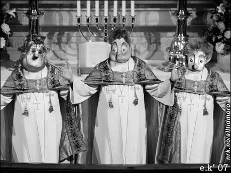 Den Norske Kirke har i de senere år mistet mange medlemmer på grunn av snille og vennlige prester. Nå er denne trioen ansatt for å preke rundt om i landet, og vil forhåpentlig skremme hjorden tilbake til kirken en gang for alle. (Elin Kristiansen)