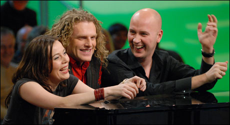 Marianne Furevold-Boland og Terje Sporsem sammen med pianist Trond Nagell Dahls (Foto: NRK/Erik Dyrhaug)