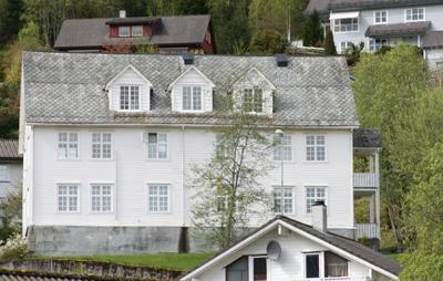 Den tidlegare gamle- og sjukeheimen i Grovene. Foto: Kjell Arvid Stølen.