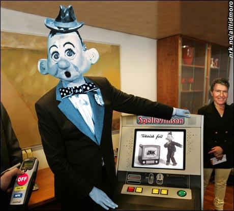 Det ble stor oppstandelse i departementet da det viste seg at heller ikke spilleautomatene viste den helt store entusiasmen... (Innsendt av Jørn Bråten)
