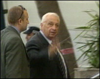 Ariel Sharon har varslet en tøff forhandlingslinje. Men framtiden vil vise hvor tøff den blir. Det vil blant annet avhenge av hvem han må støtte seg på i Knesset.