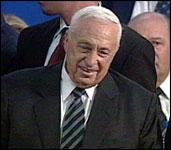 Statsminister Ariel Sharon må tåle åpen kritikk fra sin egen utenriksminister.