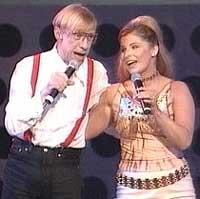 Carola har tidlegare opptrått i Melodi Grand Prix fleire gonger. Her under den norske finalen saman med Jan Teigen i 2001. Foto: NRK.