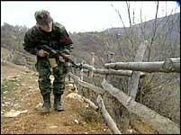 De albanske nasjonalistenes virksomhet skaper en stadig farligere situasjon for KFOR-soldatene.