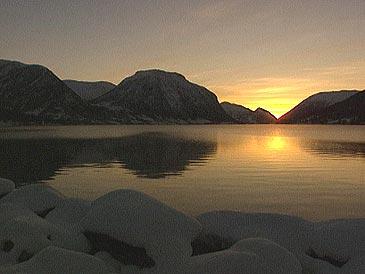 Postvegen gjekk med båt over Jølstravatnet frå Vassenden til Skei, fram til 1822. (Foto: NRK)