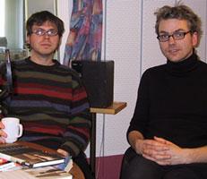 John Erik Riley (t.v) og Mattis Øybø filosoferer om det er det språklige eller ikke-språklige som er det sentrale ved Delillos nye roman.