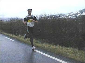 Verdas mestvinnande maratonløpar, Helge Hafsås (Foto: NRK)