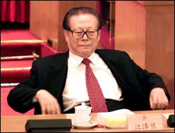 Kinas president Jiang Zemin mener USA må ta ansvaret for kollisjonen mellom et amerikansk og et kinesisk fly. (Foto: Greg Baker, Scanpix)