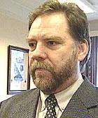 Ny vei vil bety mye for Skoppum, sier ordfører Nils Henning Hontvedt.