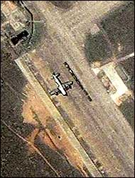 Bilde tatt fra Ikonos-satelitten den 9.april (Foto: Reuters/Spaceimaging.com)