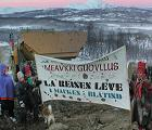 Reindriftsnæringa demonstrerte mot øvingsfeltet i Januar 2001. (foto: NRK)