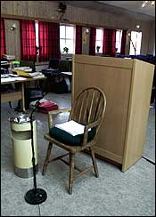 Her er stolen som Per Orderud bruker mens han avgir vitneforklaring til retten. (Foto: Scanpix/Bjørn Sigurdsøn)
