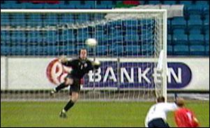 Thomas Myhre har vært ustabil for Norge, men på grunn av skade har han nå fått tillit i sin klubb Sunderland.