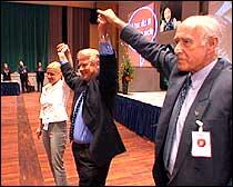 Partiformann Hagen og nestlederne Siv Jensen og John Alvheim. (Foto: NRK)