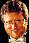 Hans-Petter Jacobsen sitter tradisjonen tro festkledd i radiostudioet og leder radioens 17. mai-sending.