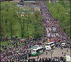 Det var som vanlig stor deltakelse i barnetoget i Oslo. (NRK-foto)