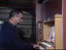 Per Inge Almås spiller på Albrechtsen-orgelet.