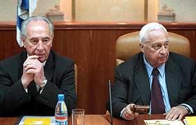 Ariel Sharon nekter Shimon Peres å møte Yasir Arafat nå (Scanpix)