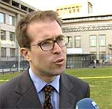 Milosevic ville gjennomgå en legeundersøkelse straks han ankom, sa Jim Landale, talsmann for domstolen, i går. (Foto: EBU)
