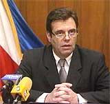Vojislav Kostunica retta hard kritikk mot den serbiske regjeringa for det han meiner er forsøk på å sabotere valet ved å bruke gamle manntalslister.