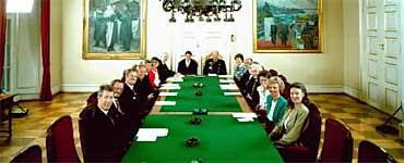 Kronprins Haakon for første gang i statsråd på Slottet 20. juli 1991, ved siden av kong Harald, på sin 18-års dag. Foto: Scanpix