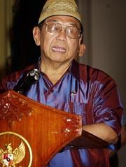 Eks-president Abdurahman Wahid forlot i dag presidentpalasset i Djakarta.