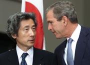 USAs George Bush og Japans Junichiro Koizumi feller ingen tårer over Kyoto-avtalen. (Foto: Scanpix/Reuters)