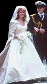 1986: Sarah Ferguson ektet prins Andrew, og de fikk titlene hertug og hertuginne av York.