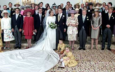 "Prince Constantijn and his bride Laurentien Brinckhorst, central, are flanked by their royal guests as they pose in the Palace "" Huis Ten Bosch "" after their religious marriage in The Hague May 19, 2001."