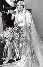 1929: Den svenske prinsesse Märtha giftet seg med kronprins Olav i blank duchesse-silke.