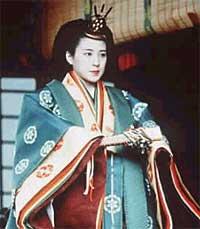 1993: Japans kronprinsesse Masako bar lag på lag i edel silke i en tradisjonsrik brudekimomo.